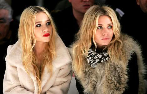 Mary-Kate e Ashley Olsen em desfile de moda