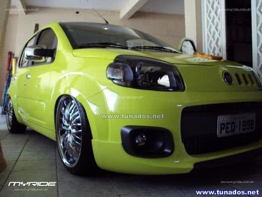Novo Uno verde limão com belo jogo de rodas