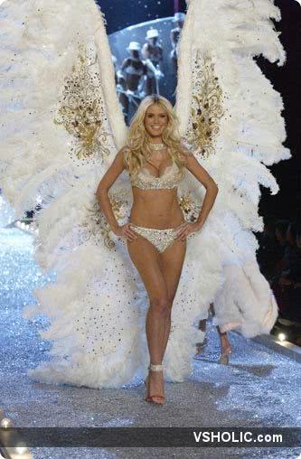 Victoria's Secret Fashion Show 2003