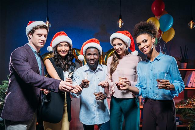 Fazer brincadeiras é uma das alternativas para deixar as festas de Ano Novo mais animadas