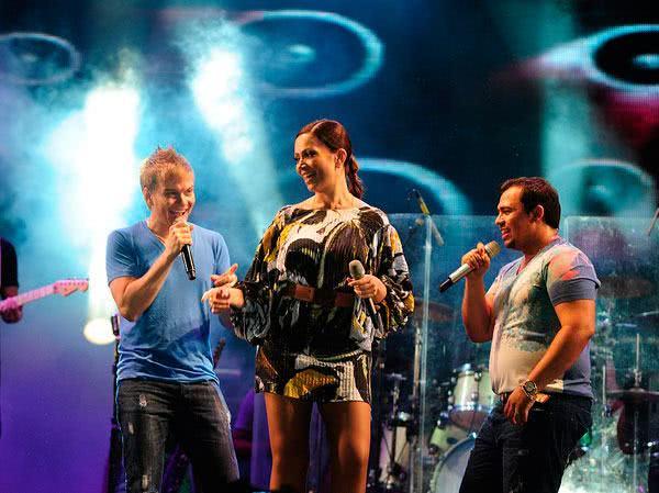 Aviões cantando com Michel Teló