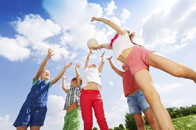 Brincar de bobo ensina as crianças sobre buscar os seus objetivos