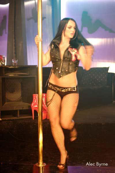 Britney Fazendo um show com o corpo acima do peso