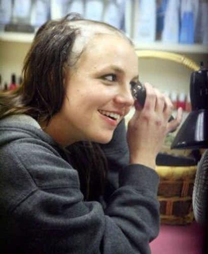 Britney Raspando o cabelo em um momento de loucura