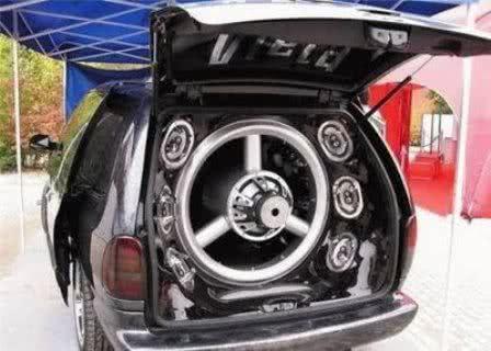 Carros com paredões de som