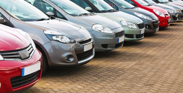 Como comprar um veículo financiado; veja tudo o que é preciso