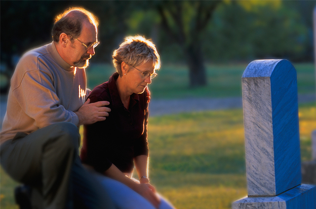 É muito comum, principalmente no Brasil, a comemoração com orações no Dia dos Mortos