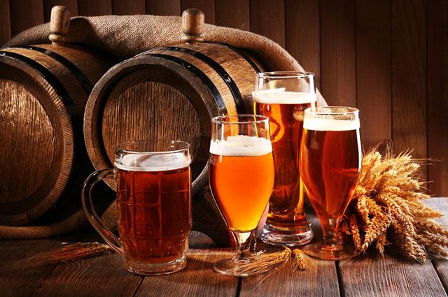 Taças com cerveja