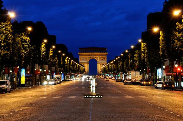 A Champs-Élysées é um dos logradouros mais bonitos do mundo