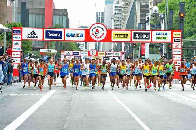 A corrida de São Silvestre tem um percurso de 15 quilômetros