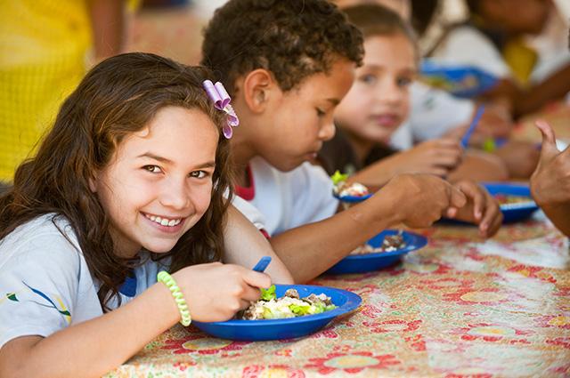 Bolsa Família tem como alguns dos principais benefícios combater a fome a pobreza