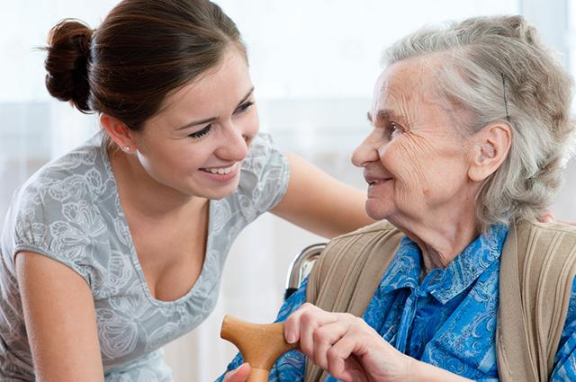 O cuidador de idosos ganha um salário mínimo, mais acréscimo noturno