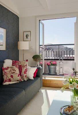 Use a beleza do floral em suas almofadas