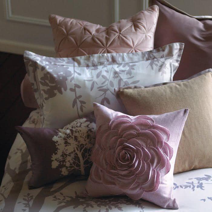 Belas almofadas com detalhes artesanais