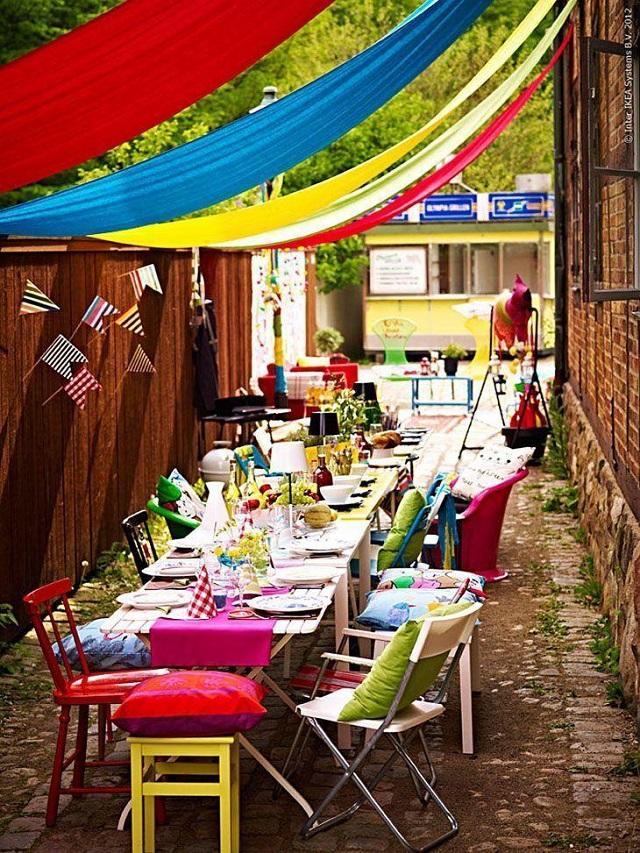 Invista em cores e adereços criativos para decorar de Carnaval ambientes externos