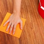 Dicas de como remover manchas de piso de madeira