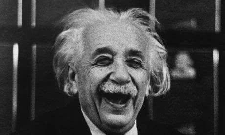 Einstein sorrindo