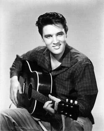 Elvis Presley com violão