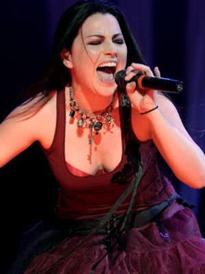 Amy Lee cantando ao vivo