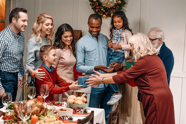 Integre a família nas festas de Ano Novo com brincadeiras divertidas também para as crianças