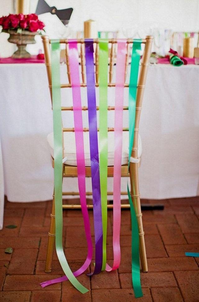 Nem mesmo as cadeiras podem ficar de fora dos enfeites de Carnaval