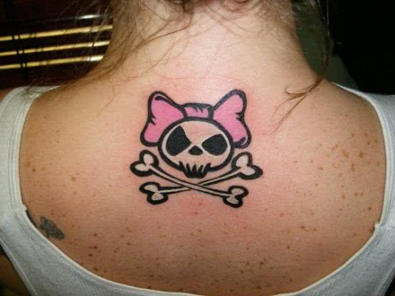 Tatuagem de caveira feminina