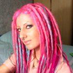 Cabelos rosa com dreads