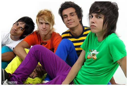 Gifs da banda Restart para MSN, Facebook e Orkut