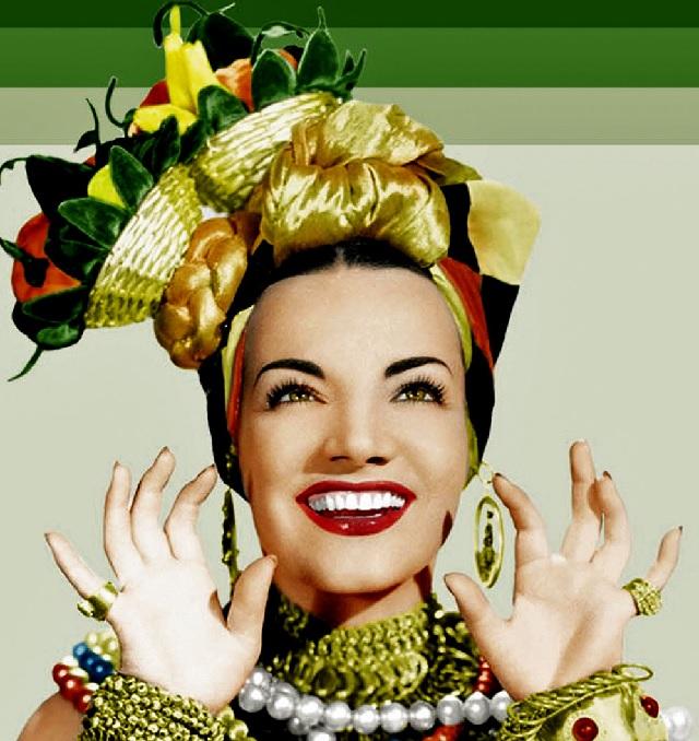 Carnaval é uma festa popular e, lógico, é uma boa época para se vestir da eterna Carmen Miranda