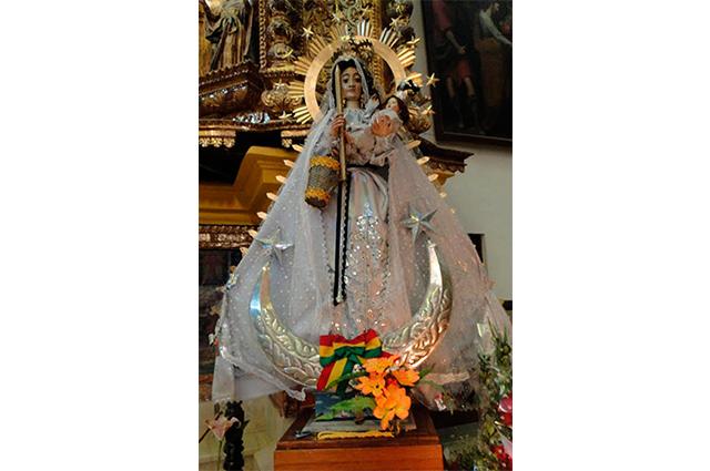 Com Jesus no colo, Nossa Senhora de Copacabana é a padroeira da Bolívia