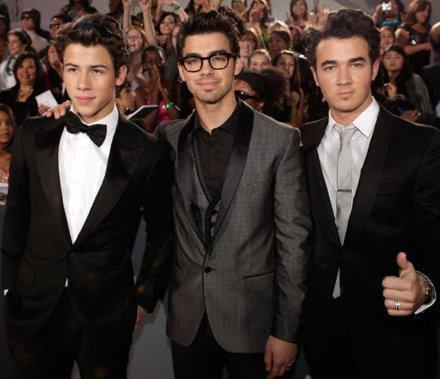 Jonas Brothers em evento de gala