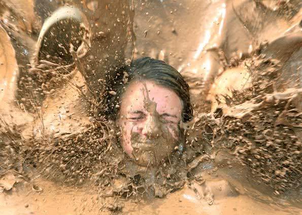 Sonhou com você na lama? Veja o que significa