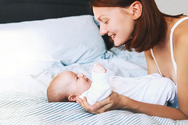 Mãe e filho recém-nascido