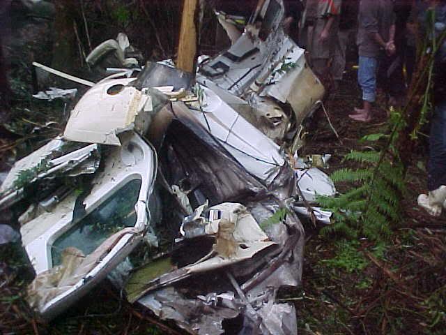 Destroços do Learjet, que transportava os Mamonas Assassinas