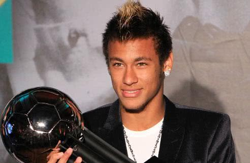 Neymar ganhando prêmio