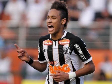 Neymar jogando pelo Santos