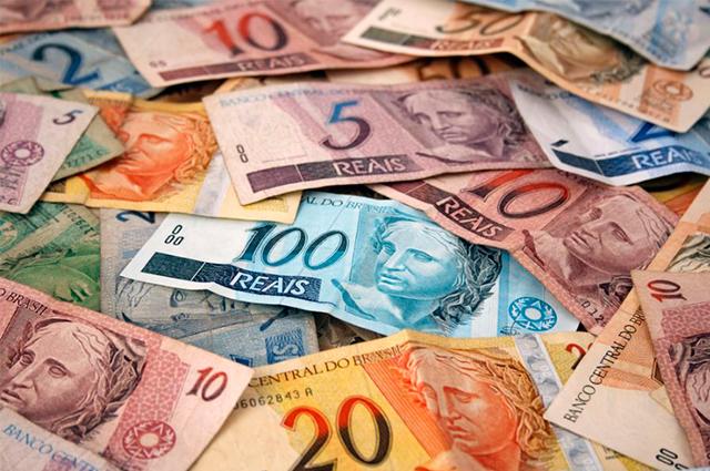 Com apenas algumas notas de dinheiro em simpatia você poderá ganhar muita grana na loteria