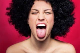 O que a cor de sua língua pode revelar sobre sua saúde? Descubra