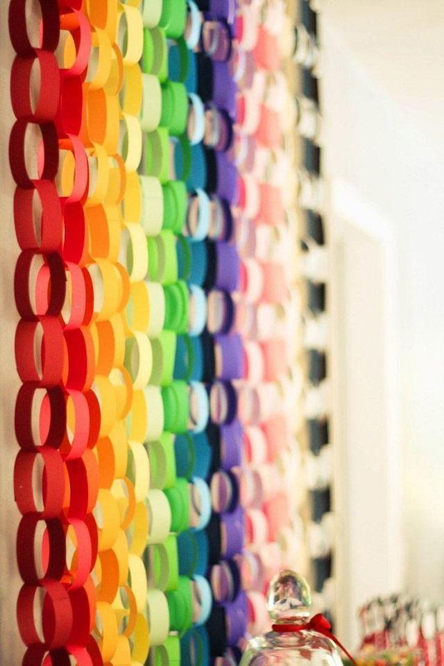 Pepeis coloridos são uma boa para deixar a vitrine da sua empresa ao estilo de Momo
