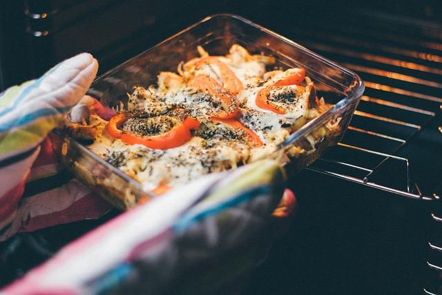 Economize gás assando alimentos juntos no forno