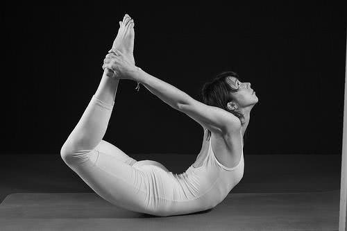 Exercício – Dhanurasana