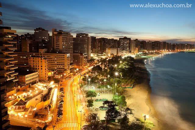 Praia do Futuro à noite