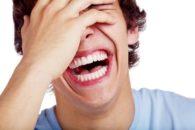 Qual a diferença entre sarcasmo e ironia?
