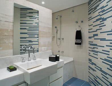 Revestimento com listras para banheiro