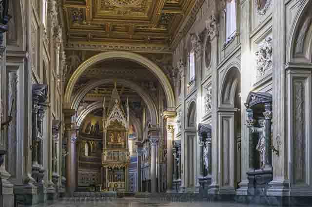 O palácio imperial de Latrão se tornou residência do papa Silvestre I