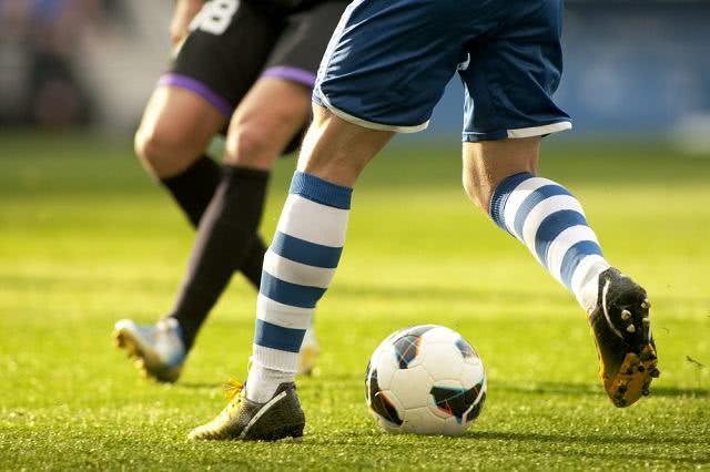 Sonhar com jogador de futebol