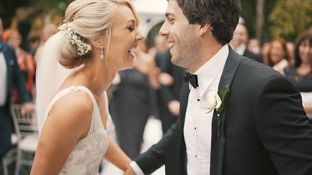 Como na vida real, o noivado sinaliza estabilidade e segurança na relação
