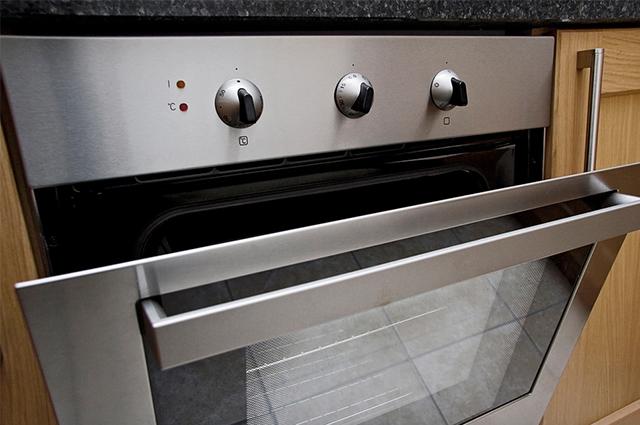 Evite desperdício de gás pre-aquecendo o forno da forma correta