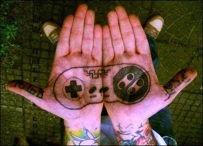 Tattoo de controle nas mãos