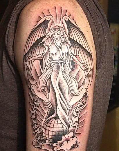 Tatuagem de anjo no braço